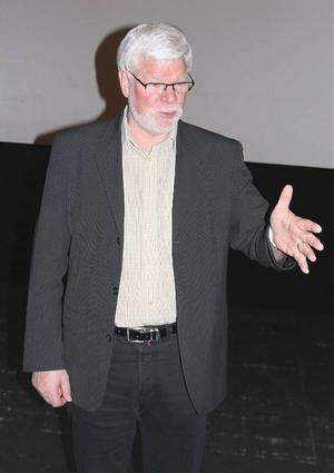 Kjell Linde, vd för Prolympia, passar på att bemöta all kritik från media i samband med infoträffen om friskolan på Härnösands teater.