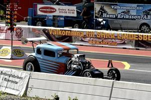 GAmmalt nytt.  Det är äldre stuk på Göran Pihls tävlingsbil, men den är ny rätt igenom.Foto: Michael Landberg