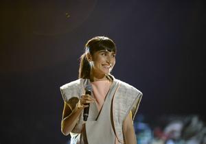 Under insamlingsgalan Hela Sverige Skramlar framförde Laleh en avskalad version av sin låt