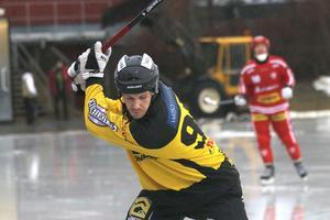 Alexander Sundström slår till.