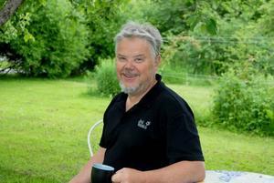 """AKTIV MAN. På 60-årsdagen bjuder Kent Bogren in släkt och vänner på kalas i trädgården. I båten eller på vandring finner man annars Kent under lediga dagar. 2005 gick han pilgrimsleden el Camino i Spanien, 80 mil vandring på en månad """"Jag gick helt själv, den mest fantastiska resa jag gjort""""."""