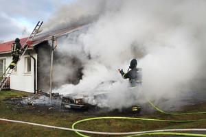 Rökutvecklingen var stundtals massiv och flera intilliggande hus fick rökskador.