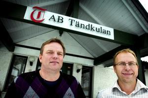 Leif Andersson och Mats Karlsson gläds åt AB Tändkulans hittills största uppdrag. Foto:Karin Rickardsson