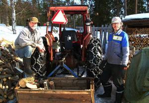 Byborna Erik och Kjell Eriksson har finansierat vägskylten som visar till Bodsvedjan som de menar egentligen heter Nötviken.