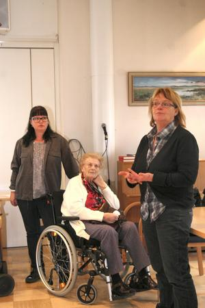 Lena Olsson, th, och Vänsterpartiet vill bland annat införa ett slags lärlingssystem där unga lär sig yrket av de äldre. Isa-Susanne Kenving, tv.