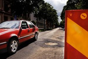 Staketgatan får vänta till nästa år på ny asfalt över hela vägbanan.
