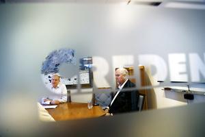 Tagehus, med vd:n Johan Ljungberg (till vänster), köper Per Nordins återstående aktier i bygg- och fastighetsbolaget Credentia.