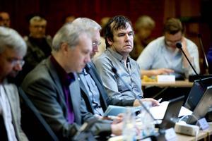 Dan Thornberg (KD) anser att Ånge kommun inte följt Boverkets byggregler och plan- och bygglagen när man beviljat tillfälligt bygglov för utökad asylverksamhet vid Sportboendet på Åsgatan.