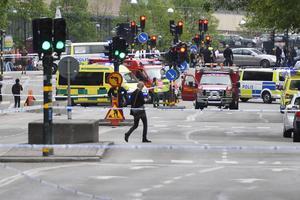 Mannen som riktat bombhot mot partihögkvarter i Stockholm greps vid 20-tiden.