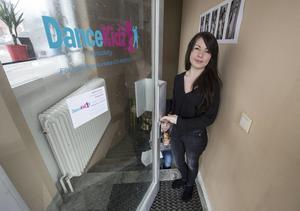 Från och med onsdag kan barn från 2–12 år utvecklas i dans hos Karoline Pettersson i Kvissleby. Lias, 4, deltar i mamma Karolines kurser.