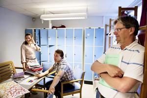 Det bästa med Rudbecksskolan är sammanhållningen mellan lärare och elever, säger Vivianne Kamel i klass NV2E. Tim Werner i samma klass samt läraren Christer Blohm håller med.