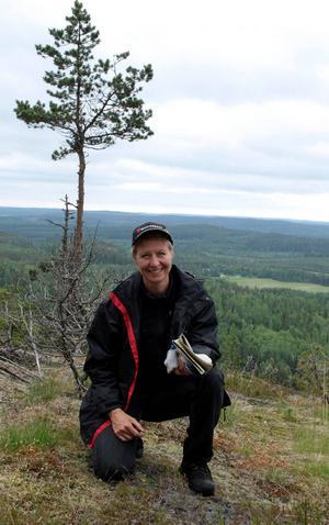 Elisabeth Holmström är aktiv i nätverket Kärnkraftsfritt Bottenviken, som har överlämnat protestlistor med tusentals underskrifter till den finska regeringen.