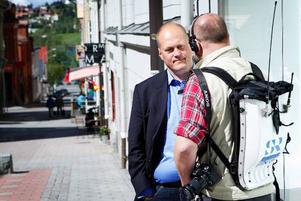 Sällström intervjuas i radio.