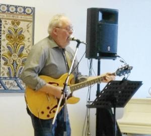 Dan Ingvarsson bjöd på uppskattad countrymusik vid PRO Malungs senaste möte.