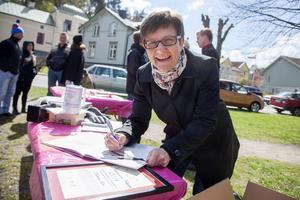 Katarina Kieri tog emot Arbetarrörelsens kulturpris och signerade sina böcker på plats.
