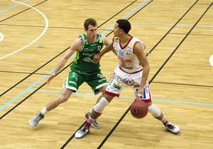 Sundsvall Dragons Charles Barton gjorde 18 poäng i matchen mot Södertälje Kings och var tillsammans med William Gutenius de som gjorde flest poäng för hemmalaget.
