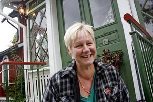 LYCKLIG. När Carin Karlsson kommer hem från arbetet brukar hon sätta sig på trappen för att hämta andan.
