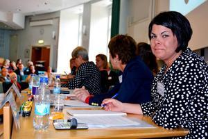 – Jag tror absolut att det går att vända utvecklingen för vi har jättemycket bra erfarenhet och kompetens bland personalen, säger Malin Larsson (S), Socialnämndens ordförande i Sundsvalls kommun, som deltog i en hearing om socialtjänstens framtid.