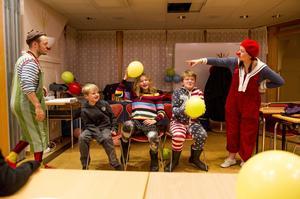 Clownen Steve och clownen Bea underhöll vid Örnsköldsviks sjukhus.