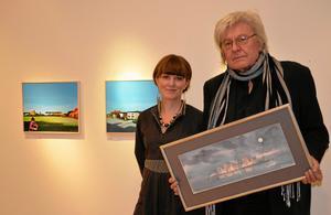 Något gemensamt. Norabon Ted Ström ställer ut sina akvarellmålningar tillsammans med dottern Anna Ström, från Örebro, som använder sig av tekniken akryl. Utställningen i Nora konsthall pågår fram till den 30 november.