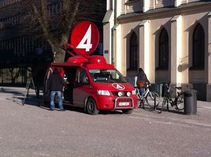 TV4, Sveriges radio, Aftonbladet, Expressen och NA är några av medieföretagen som finns på plats vid Örebro tingsrätt på torsdagsförmiddagen.