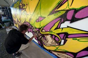 Tillåten väggmålning. Ett samhälle där både viljan och möjligheten finns att uttrycka sin kreativitet och att förändra sin omgivning är ett välmående samhälle, skriver Robin Melender. (Bilden är från Riksteaterns Art of the streets i Stockholm i augusti.)