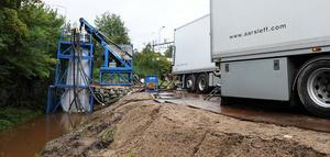 Nu renoveras rören i Lortbäcken, ett arbete som väntas vara klart under onsdagen.