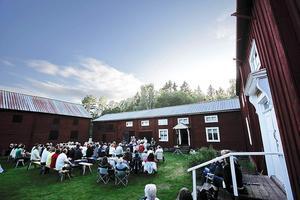 Från Forsa forngård stals bland annat fat, en näverlur och tavlor i september 2011.