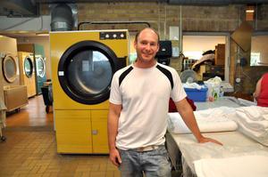 HOPPFULL. Peter Eberhardsson, ägare av Tierpstvätten, hoppas på flera uppdrag som hänger samman med Tierp arena.