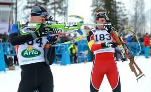 Det blev ett riktigt drama mellan Carl Johan Bergman och Fredrik Lindström i skidskytte-SM:s jaktstart. Carl Johan Bergman fick se sig knappt slagen i karriärens sista tävling.