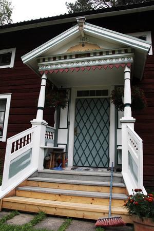 Farstukvisten på det hus på Kallmyrgården som flyttades dit vid den stora jordreformen.