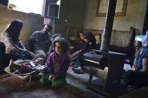 Hemma hos Farouk och Samah, som bor i flyktingläger tillsammans med barnen Judy, 5 år, Lian, 4 år och Majd, 8 månader.