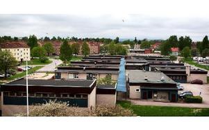 Marnässkolan är ett smärre gytter av modulbyggnader. Nu vill ansvariga få till en långsiktig lösning som innebär bättre skolmiljö. Foto: Peter Ohlsson/Arkiv/DT