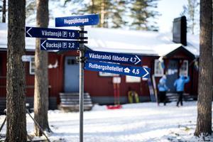 Det går att ta sig till Huggsjöstugan på skidor, fatbike eller genom att promenera.