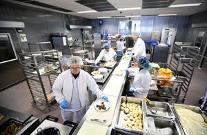Sjukhusköket i Västerås lagar mat för patienter i både Västmanland och Uppsala.