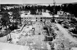 Under uppbyggnad. Bygget pågick över vintern och här en vy över byggarbetsplatsen så som den såg ut.