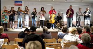 Mittfolk, en av länets tre ungdomsensembler som låter sig höras under festivalen.