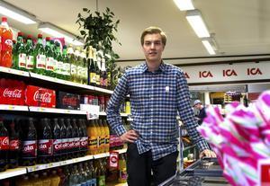David Eriksson kan vara Sveriges yngste ica-handlare. Klart är i alla fall att han stortrivs i Trönö.