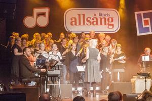 Kören Fjällfealing (före detta Lärkorna) under ledning Jenny Michanek hjälpte till och gav lite tryck till allsången. Kvällens husband leddes av Roger Rådström.