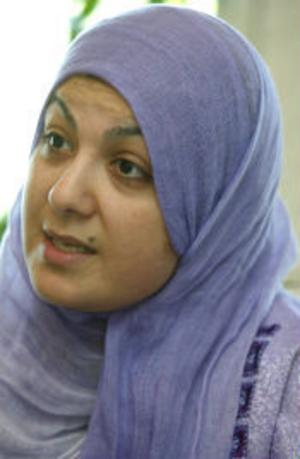 Maha Al Haddad arbetar som tolk och är engagerad i Islamiska kulturcentret. Hon är ivrig att sprida information och få svenskar att förstå att muslimer är vanliga människor med samma mål och drömmar i livet.