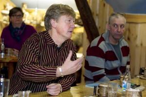 Andreas Carlgren kom till vildmarksgalleriet i Ockelbo för att föra diskussion om rovdjur. Främst var det vargen som engagerade.