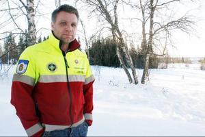På sjukhuset missade man Rickard Svedjestens svåra skada. I tre veckor gick han med bruten nacke. En dunk i ryggen hade kunnat vara direkt dödande. Nu anmäls händelsen till patientskadenämnden.