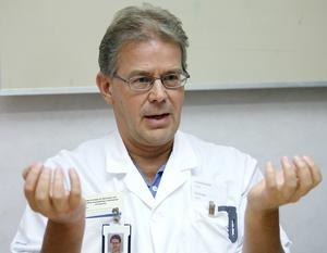 Lars Blad, biträdande smittskyddsläkare i Västernorrland är mer oroad över att influensan kommer med stormsteg än vinterkräksjukan.