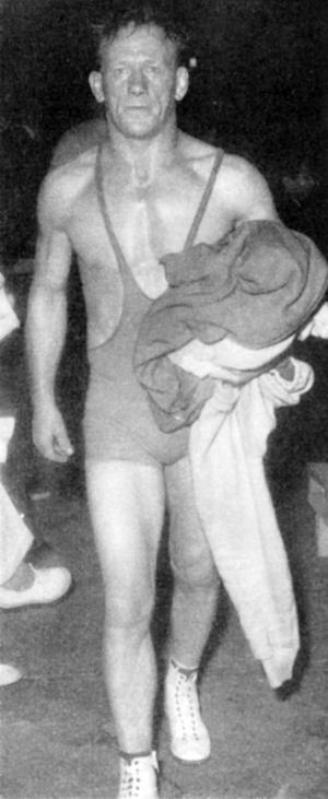 En gammal folkhjälte i Sundsvall lämnar mattan. Gösta Andersson var stor idol under krigsåren på 1940-talet, en popularitet som sträckte sig också in på 1950-talet.