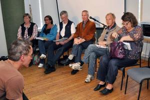 Politikerna grillades under frågestunden, från vänster Maria Larsson (S), Anna-Caren Sätherberg (S), Lars Mämpel (M), Gunnar Söderberg (FP), Sune Bengtsson (V) och Eva Hellstrand (C).