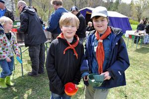 Figge Gunnarsson och Samuel Lejonclou Hedlund, från Hedemora scoutkår, tycker att det roligaste med lägret är att få sova i tält.