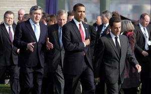 Barack Obama flankerad av Storbritanniens Gordon Brown och Frankrikes Nicolas Sarkozy.  Foto: scanpix