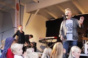 Tommy Ekman och Micke Syd spelade flera välkända låtar tillsammans med Rocktools och öppnade med låten Fantasi.