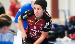 Sara Kristoffersson slog in det avgörande målet och ett kämpande IBF Falun får ladda om till på söndag. Då avgörs det vilket lag som går vidare till final – IBF Falun eller Iksu. Foto: Johan Lundahl/arkiv.
