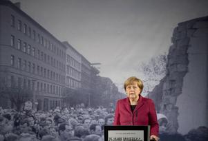 Bättre i dag. Förbundskansler Angela Merkel talar 25 år efter Berlinmurens fall. Järnridån delar inte längre Europa, de kommunistiska diktaturerna till hör historien i vår världsdel.